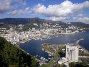 東京や横浜から1時間台!海と山に囲まれた熱海で温泉を楽しむ